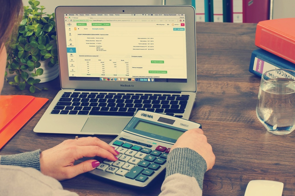 Je boekhouding zélf doen of láten doen: wat is beter?